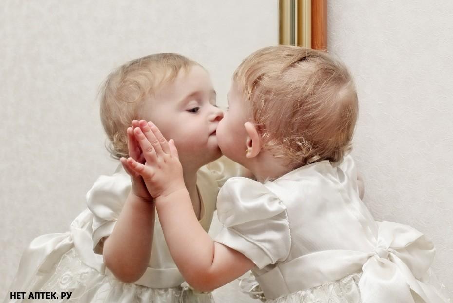 Почему младенца нельзя показывать в зеркало